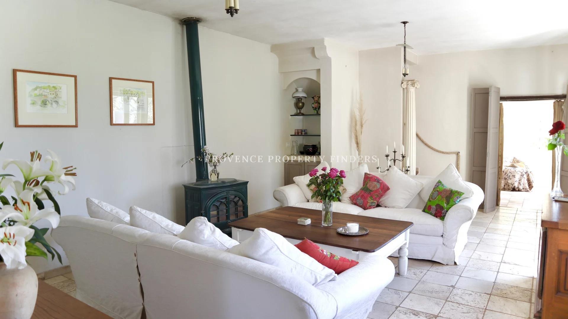 Entre Salernes et Villecroze, Belle maison.