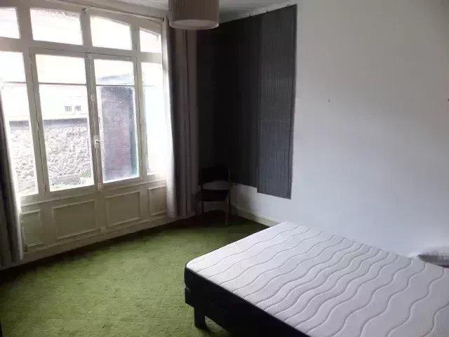 Appartement F2  avec cheminée terrasse
