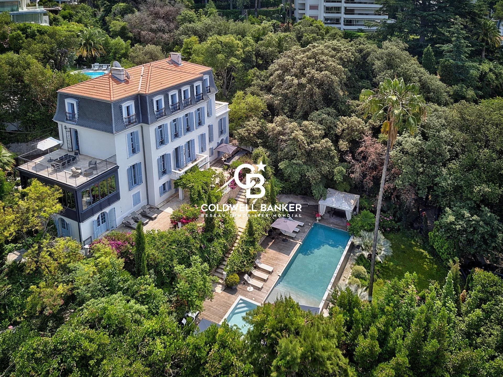 Majestueuse maison de maître vue mer avec un panorama sur Cannes.