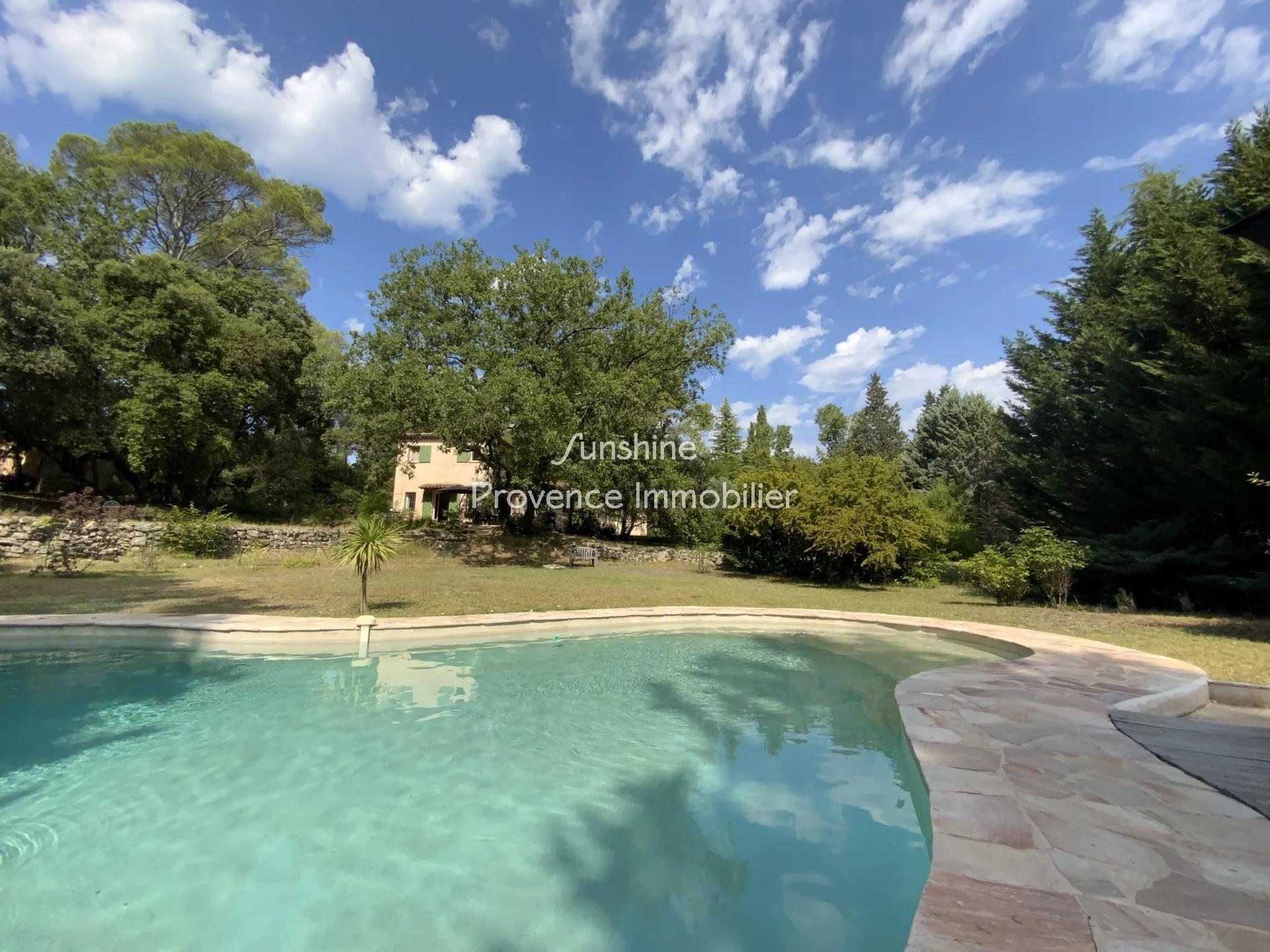 Provençal house - 4500m² land - 4 bedrooms - swimming pool