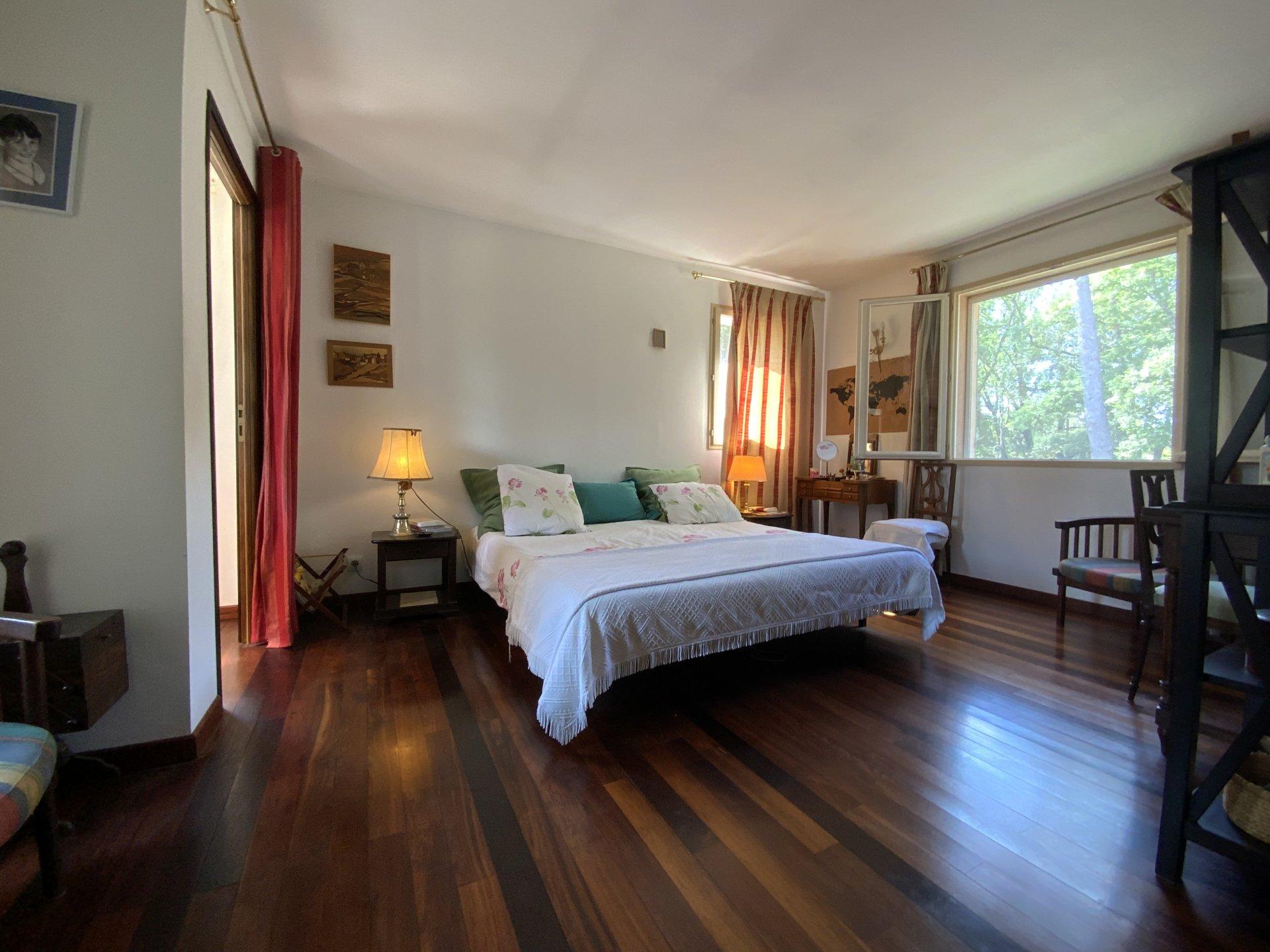 Maison Provençale - 4500m² terrain - 4 chambres - piscine
