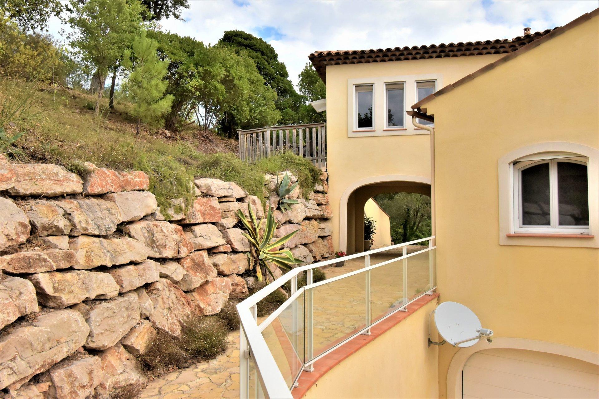 Villa sur les hauteurs des Adrets avec vue panoramique sur Cannes