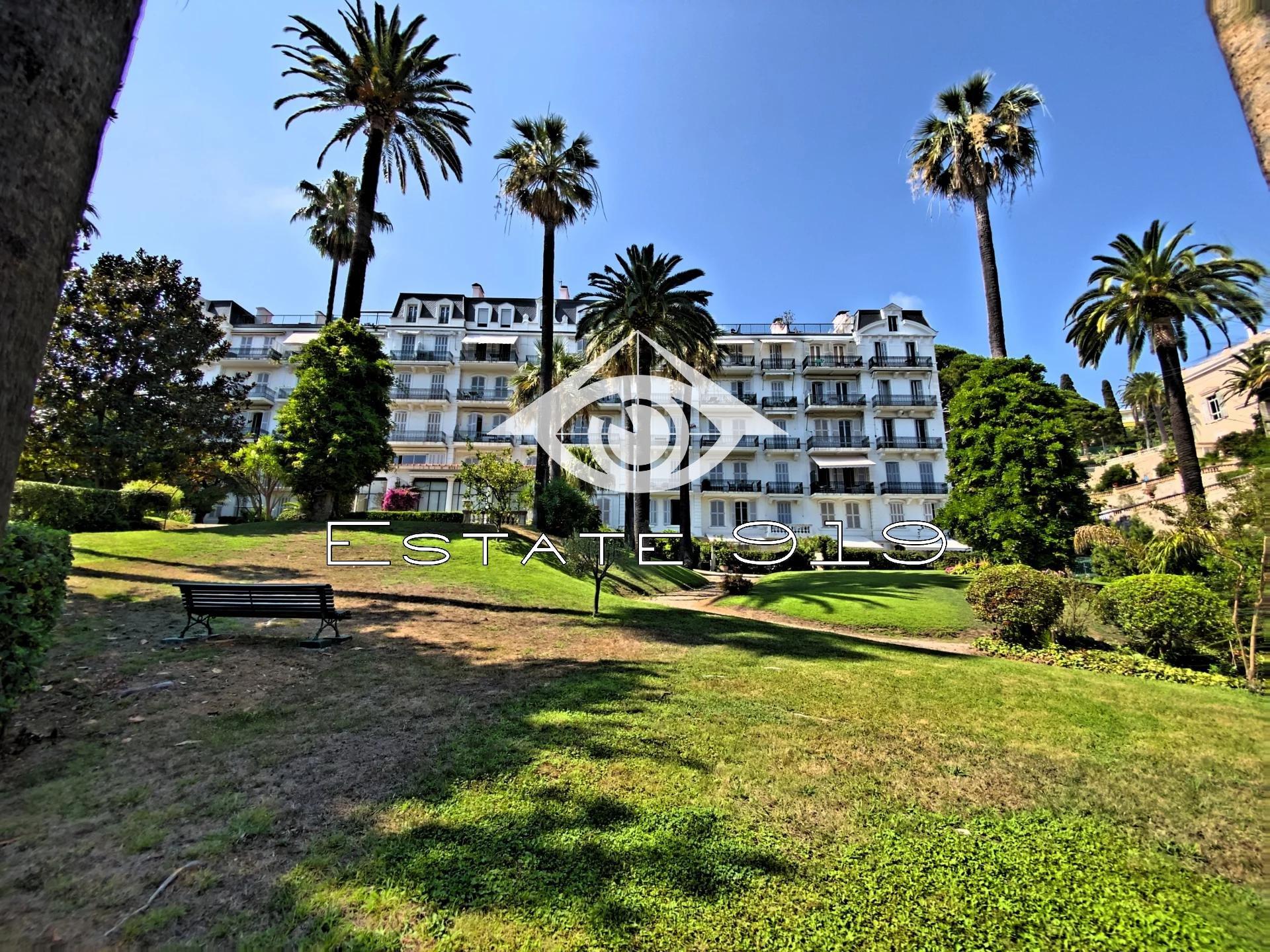 Cannes, dernier étage, Magnifique bourgeois dans parc classé vue mer