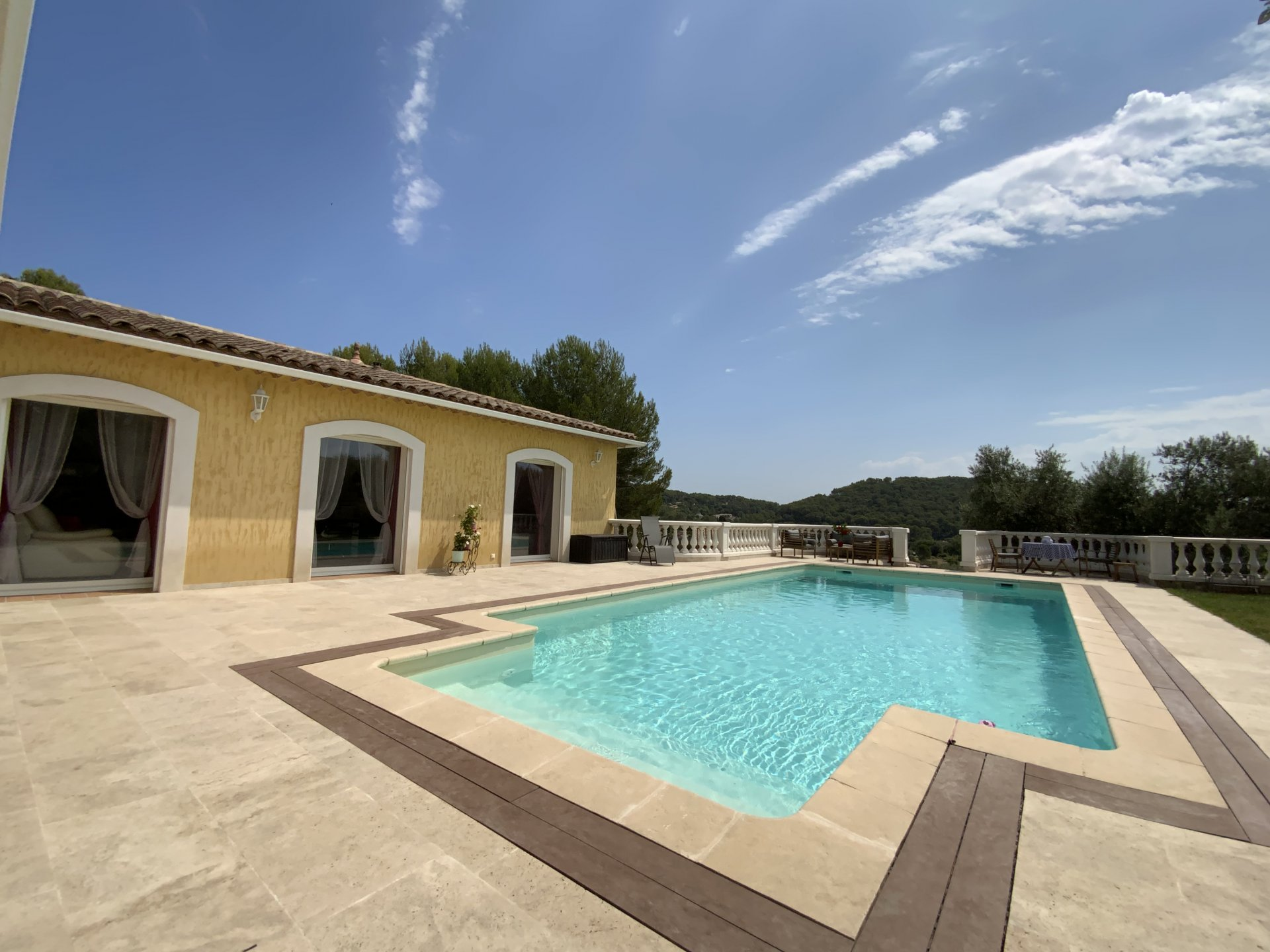 Modern single storey villa with swimming pool and outbuilding