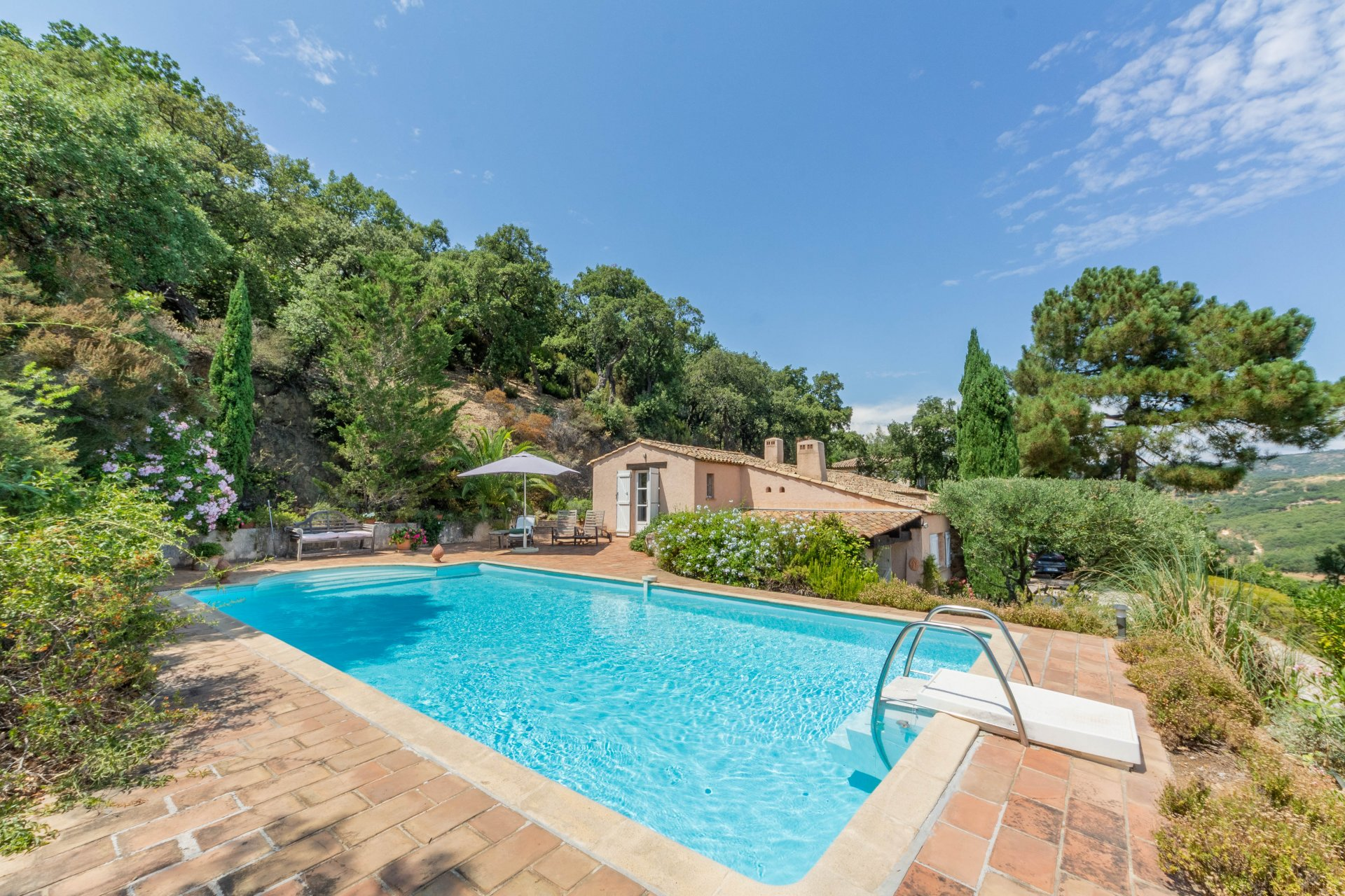 House with lovely views just minutes from Grimaud