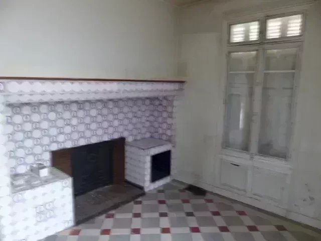 APPARTEMENT F2  A RENOVER TERRASSE