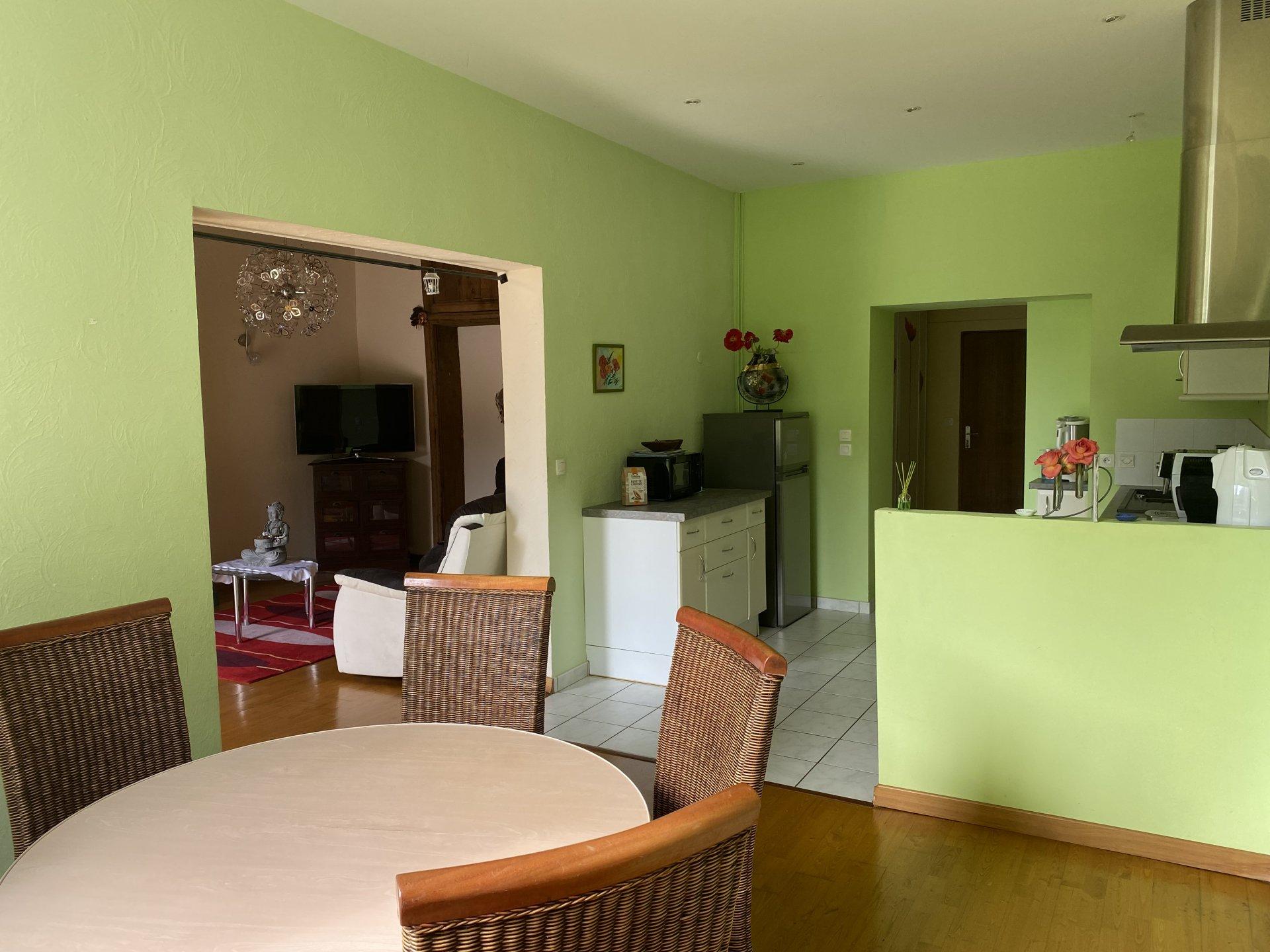 ESTRABLIN, Appartement T3 de 82.5m² en rez-de-jardin avec un garage et une cave
