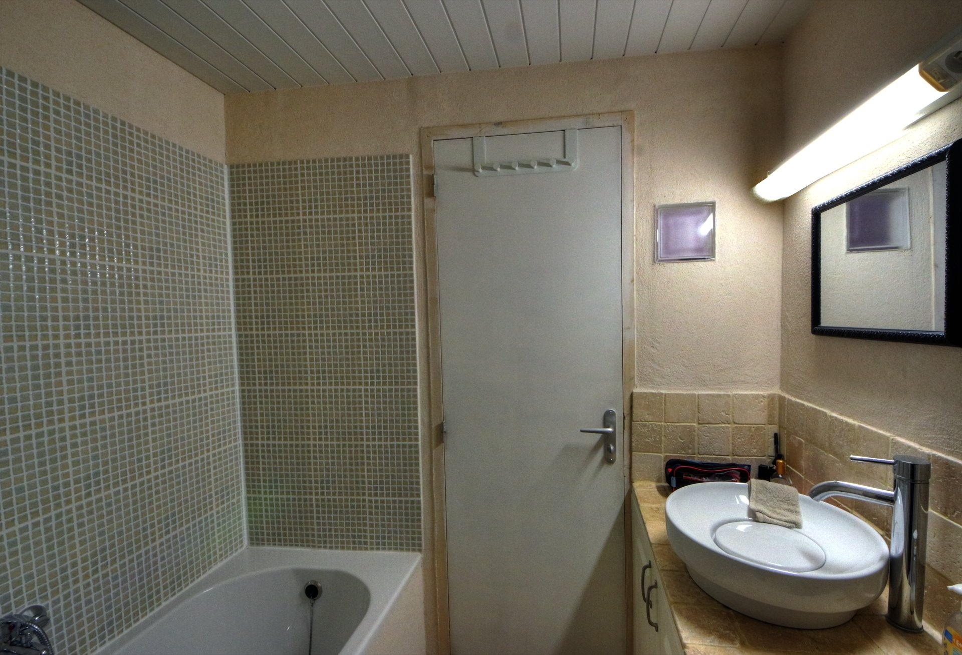 Salle de bain de la suite parentale - dernier étage - double vitrage - pièce ensoleillée