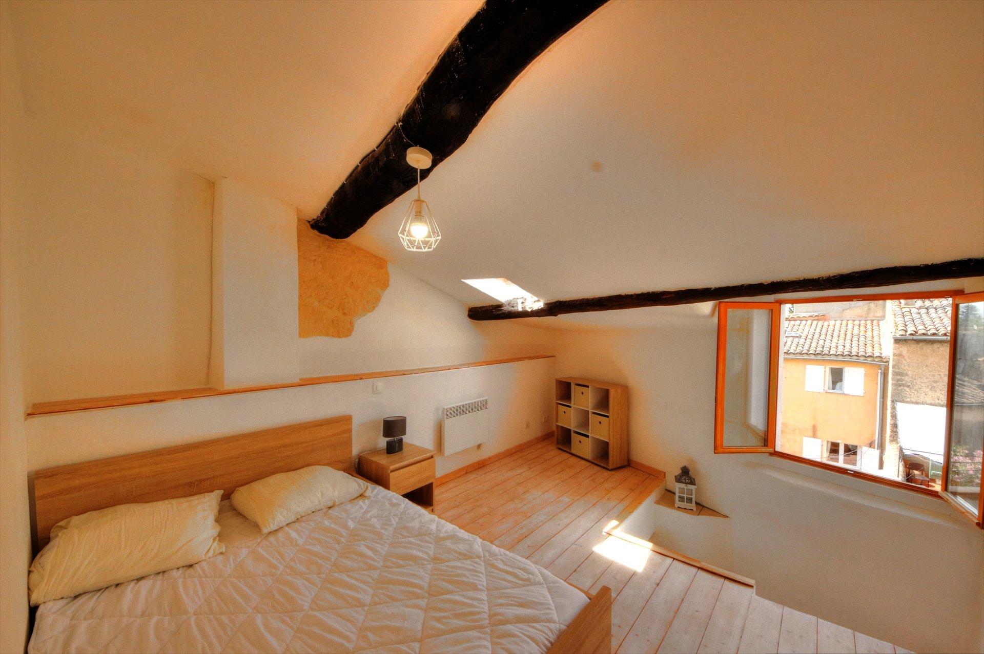 Chambre en suite du dernier étage avec salle de bain et dressing