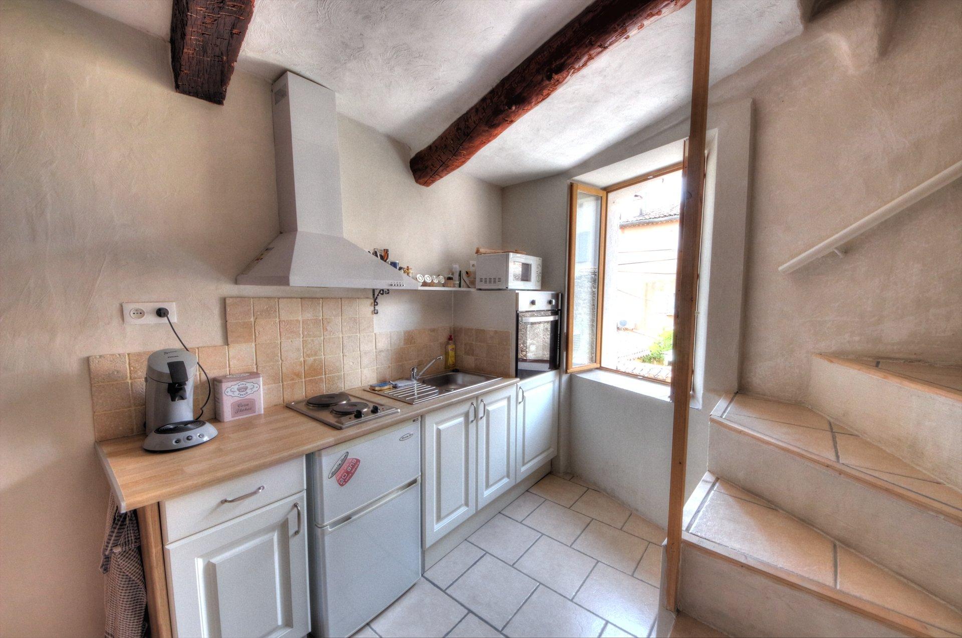 Joli espace cuisine ensoleillé - 1er étage de la maison - accès séjour