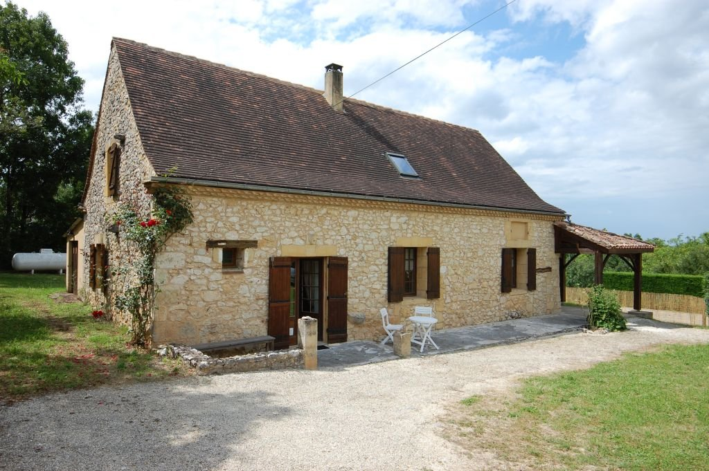 DORDOGNE - Nice house with garage, covered terrace and pool to renovate