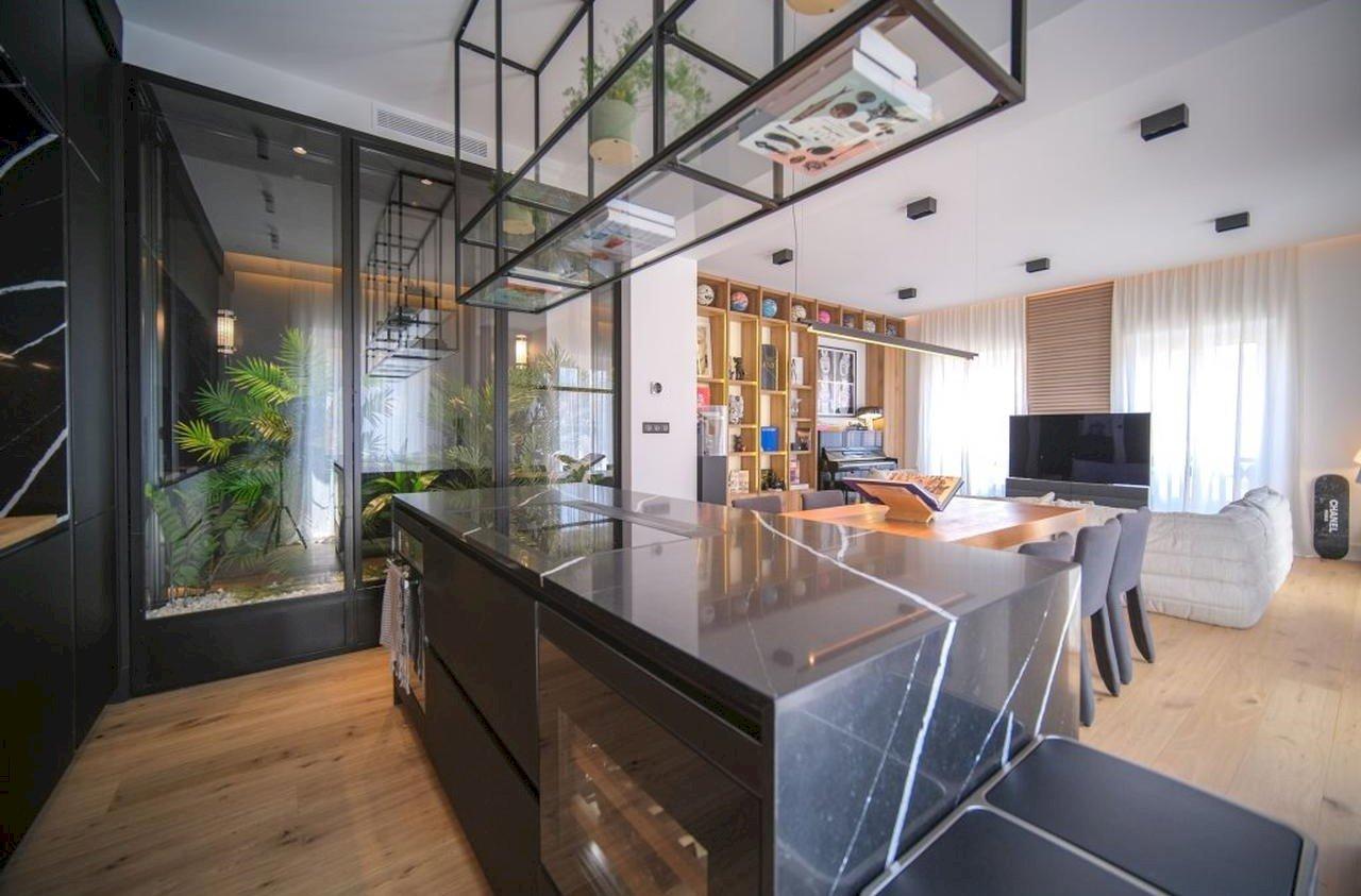 Arkitektritat femrumslägenhet - Nice Centre-Ville