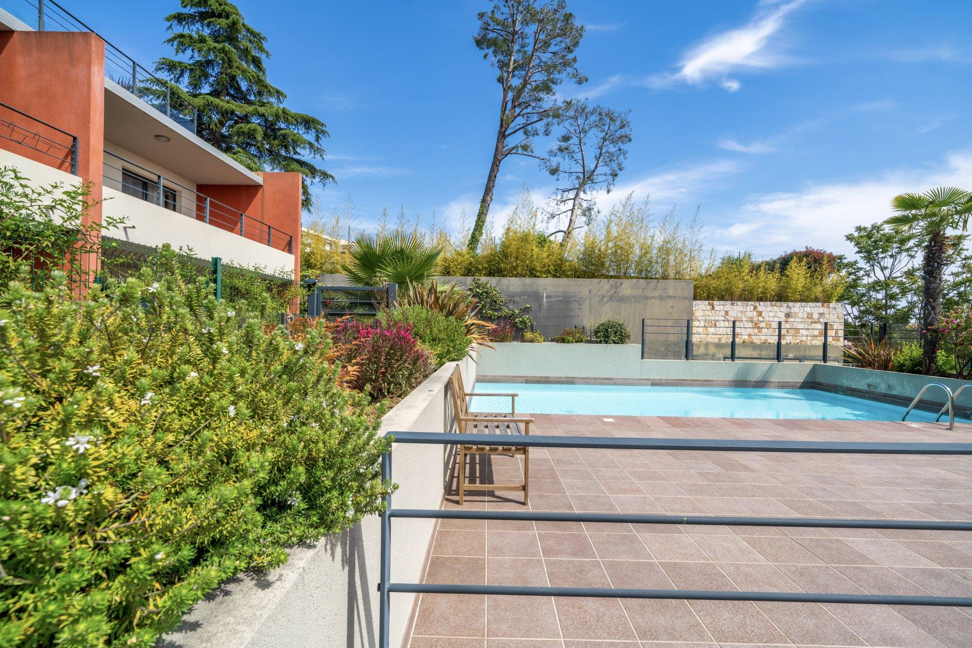Apartment / Villa + Terrace + garden + double garage