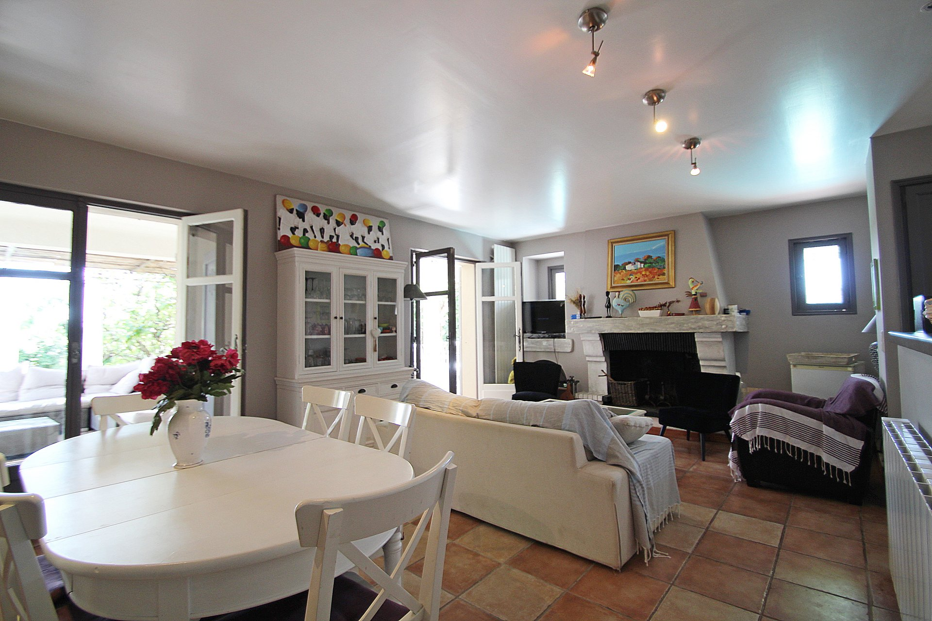 Fayence: ground-floor villa close the bakery...