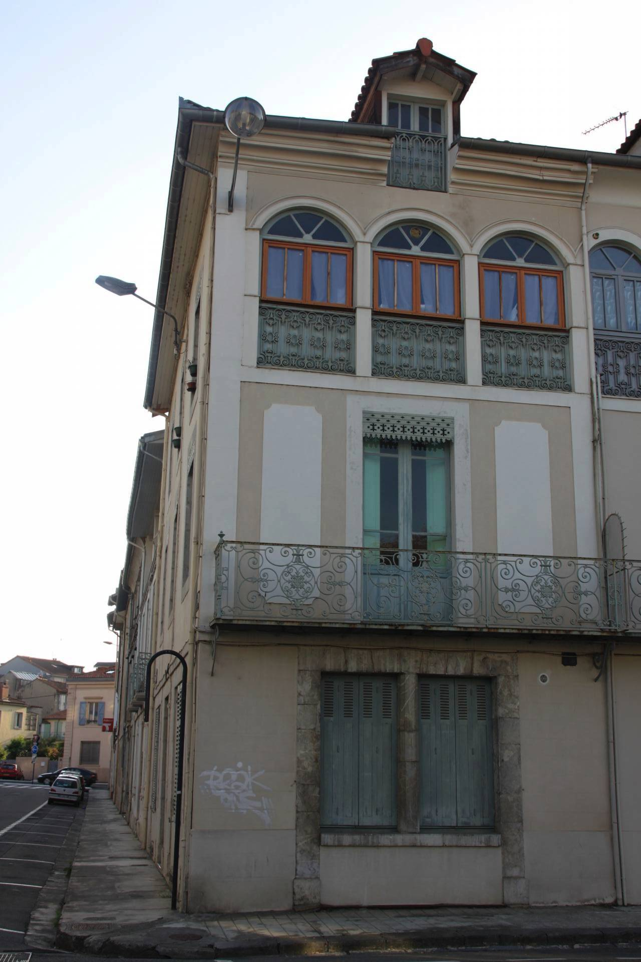 Building with 3 apartments in Saint-Gaudens