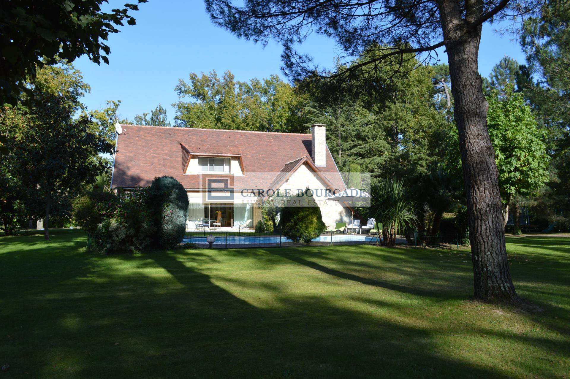 PROPERTY AT 30 MINUTES FROM BORDEAUX