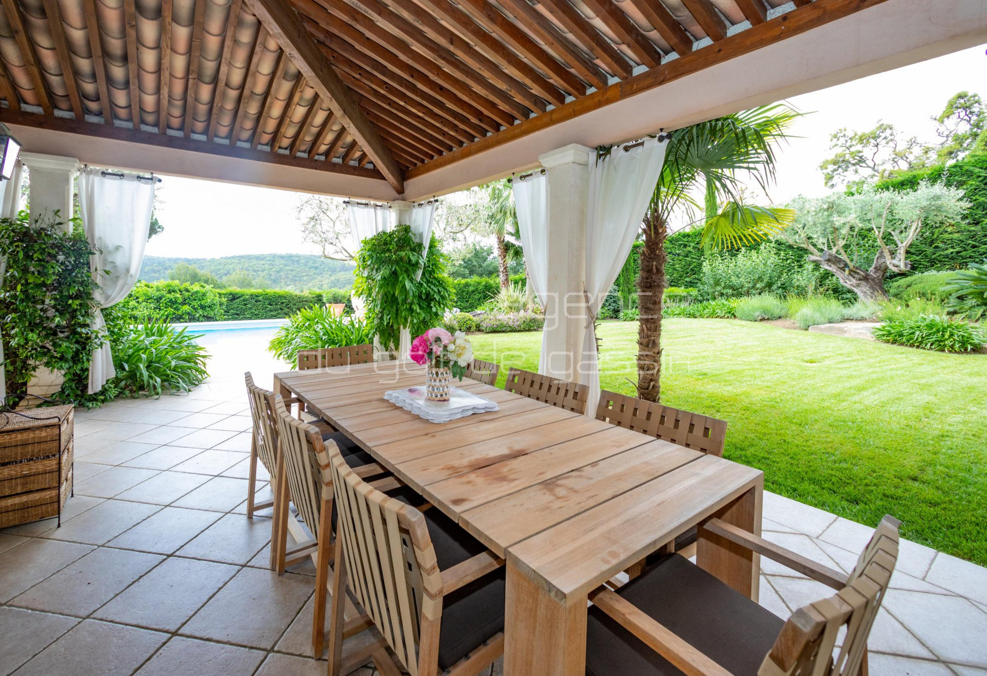 """SANS SOUCI"" 4 bedroom villa, beautiful garden"