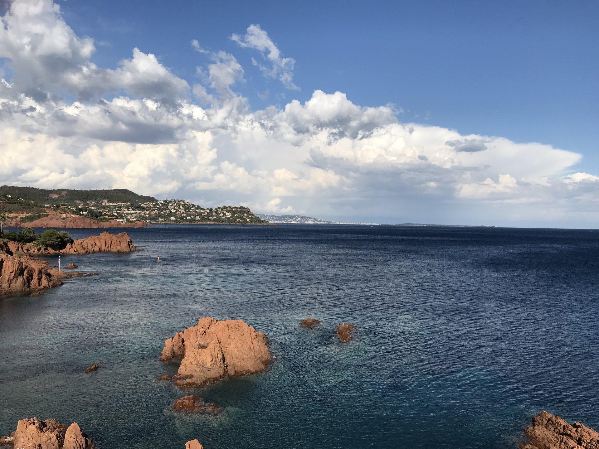Amplio estudio con vista al mar y estacionamiento seguro