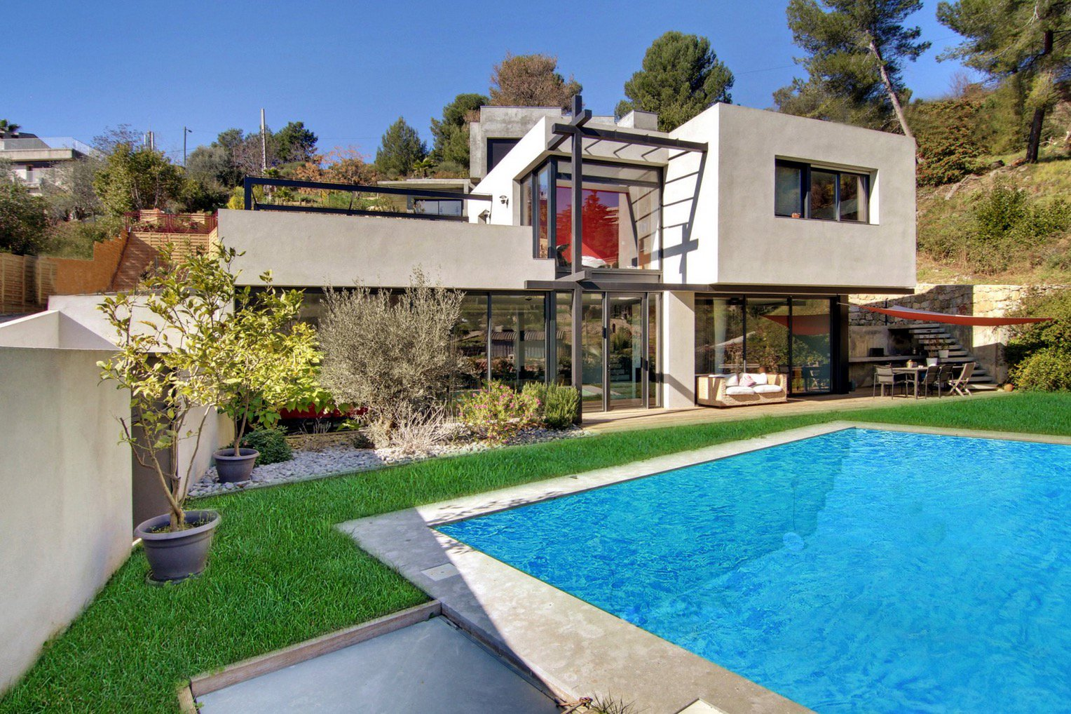 Le Cannet, modern and spacious villa with swimming-pool