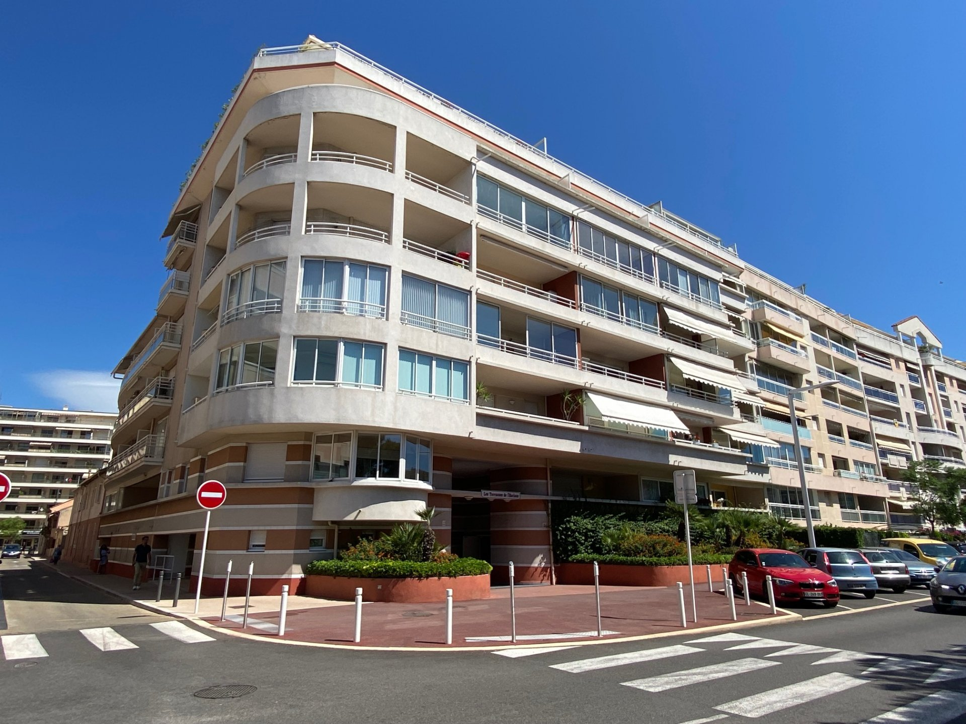CANNES LA BOCCA, 2 pièces de 32 m² avec terrasse et garage