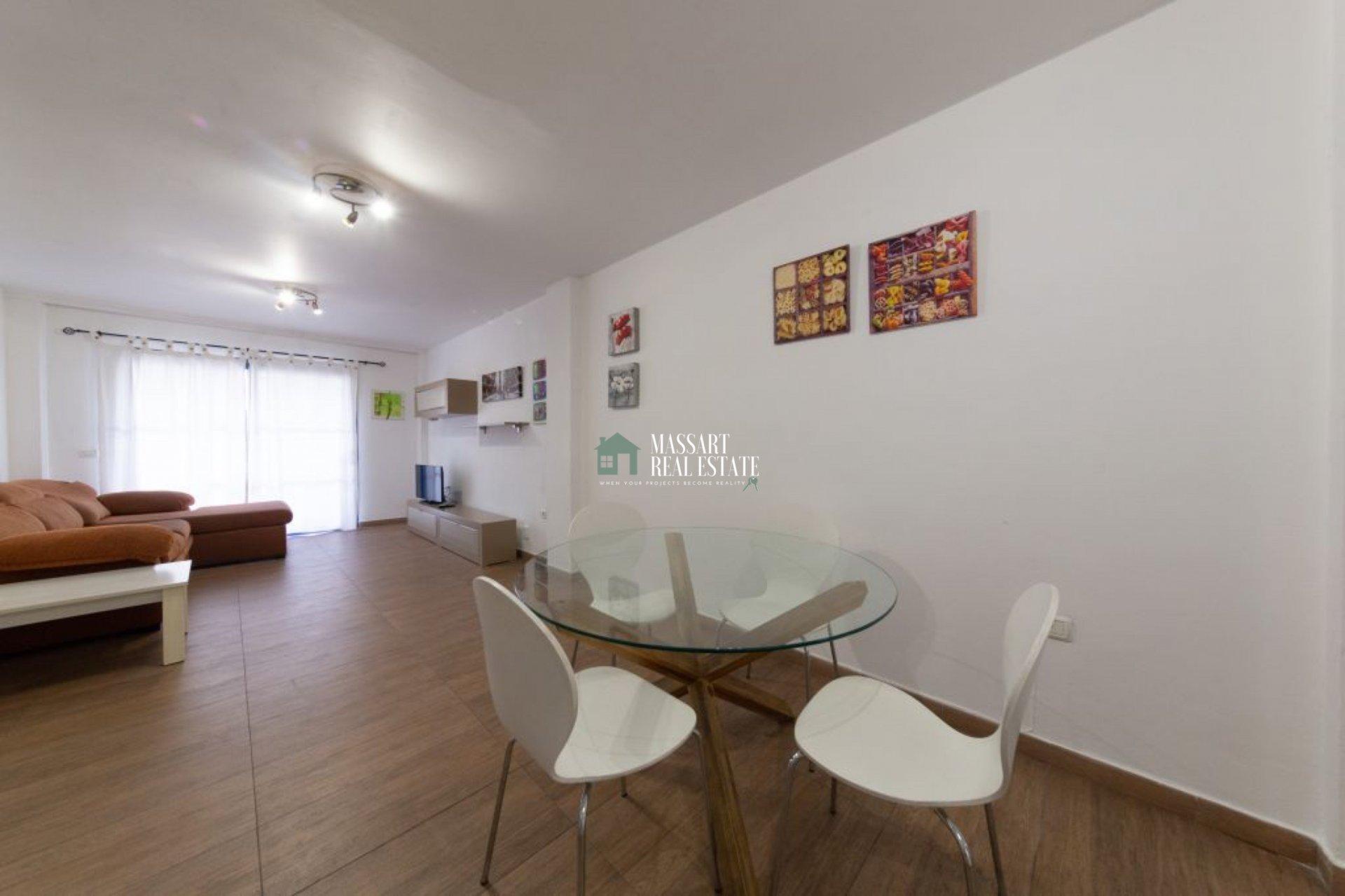 Spacieux appartement de 67 m2 entièrement rénové et meublé situé au centre d'Adeje.