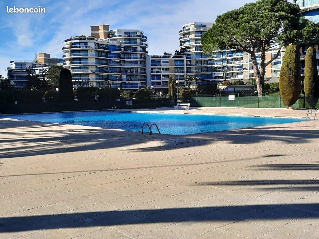 3 pièces vue piscine 59M2