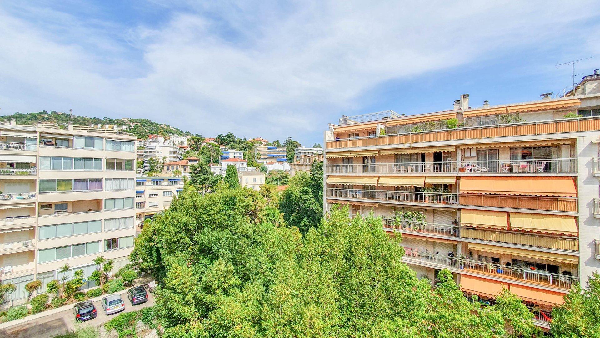 Cannes arrière croisette Studio terrasse