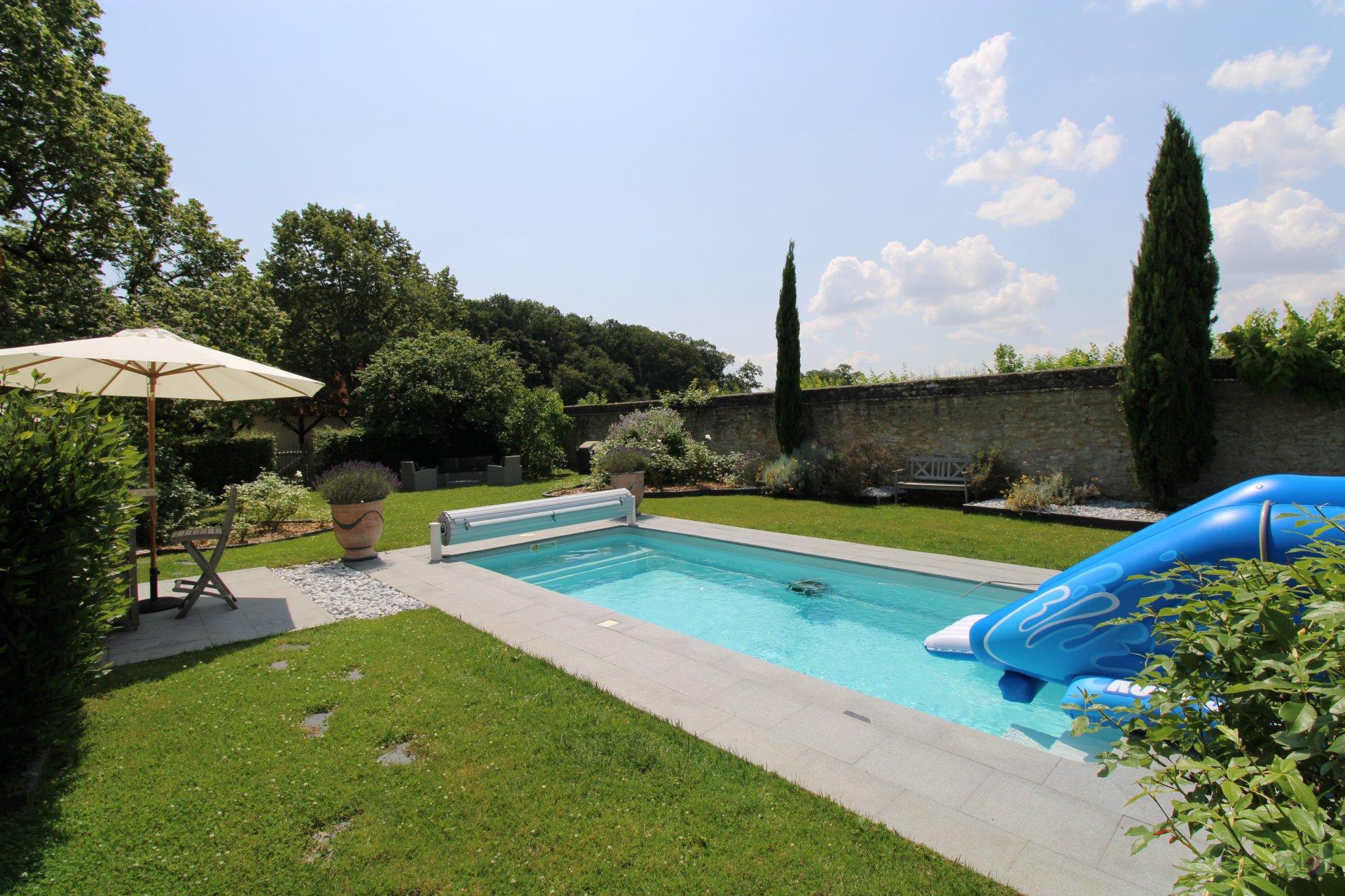 PAYS D'AUGE - CALVADOS - PROCHE ST PIERRE EN AUGE - Propriété Normande origine 18ème avec maisons d'amis et piscines