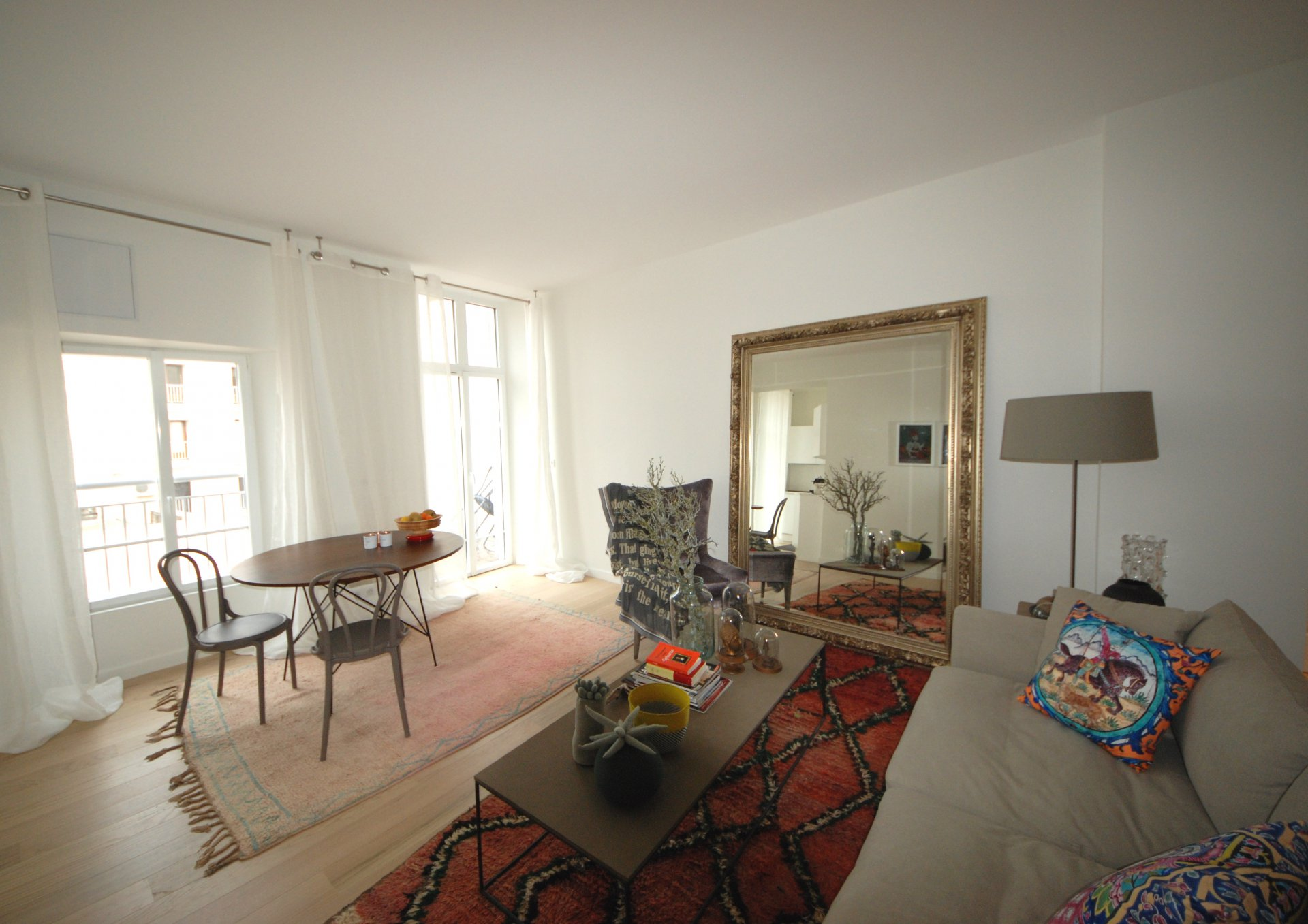 2 bedroom apartment Downtown Cannes with south terrace and parking
