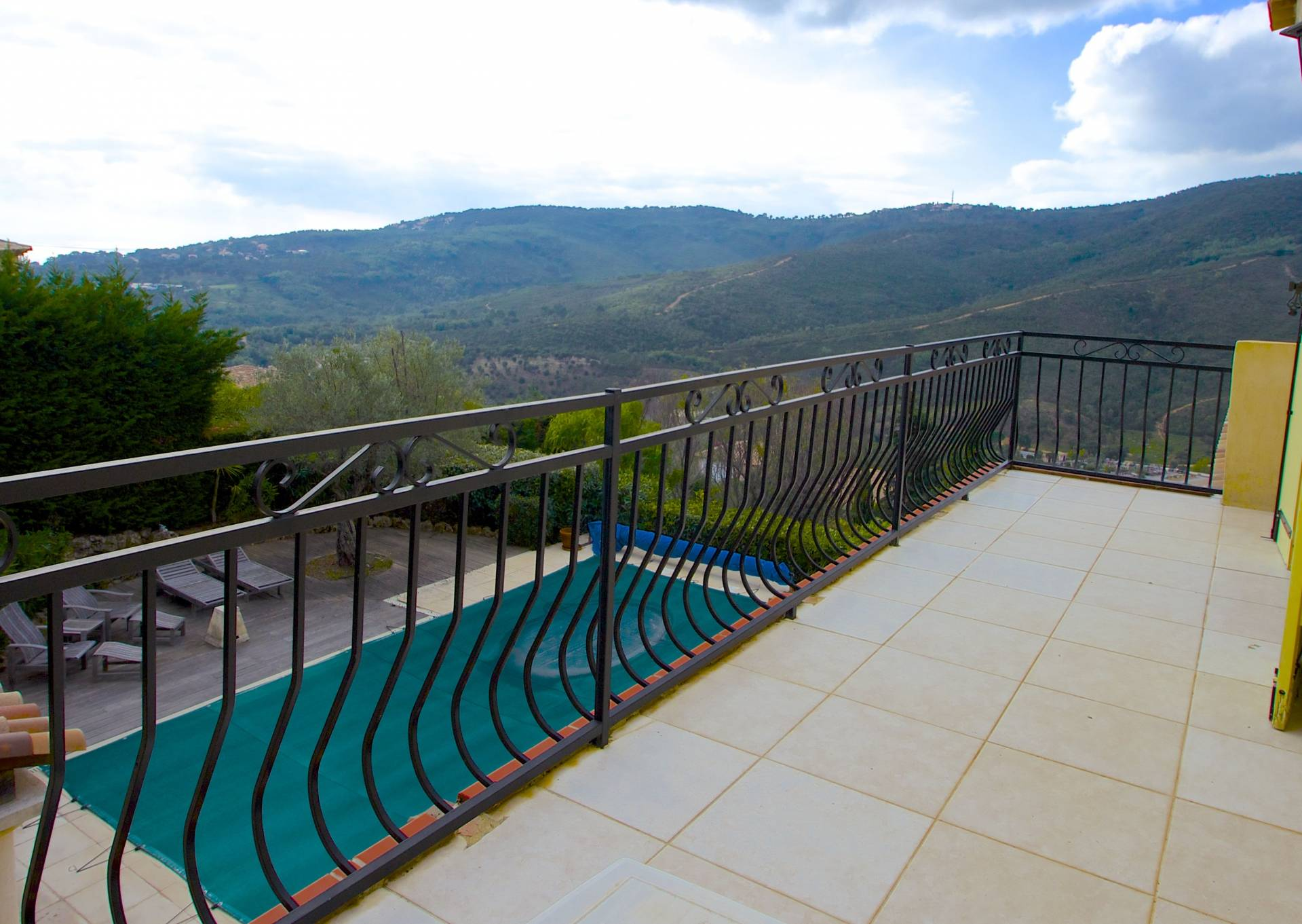 LES ISSAMBRES, modern Villa 170 m2 with GREAT VIEWS!
