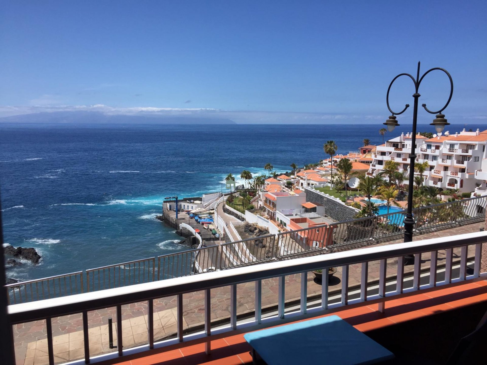 Cozy 48 m2 apartment located in Puerto Santiago and characterized by offering direct views of the sea… what a privilege!