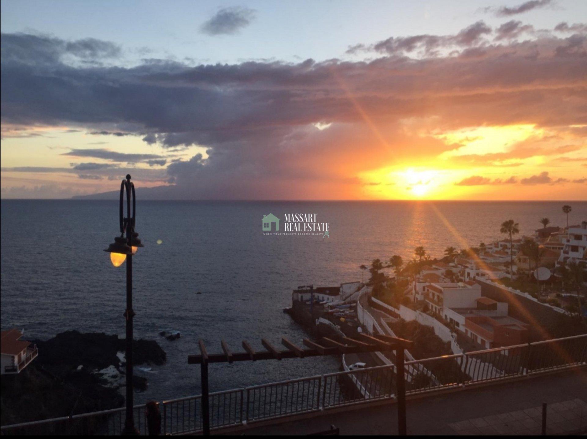Gemütliche 48 m2 Wohnung in Puerto Santiago und zeichnet sich durch einen direkten Meerblick aus… was für ein Privileg!