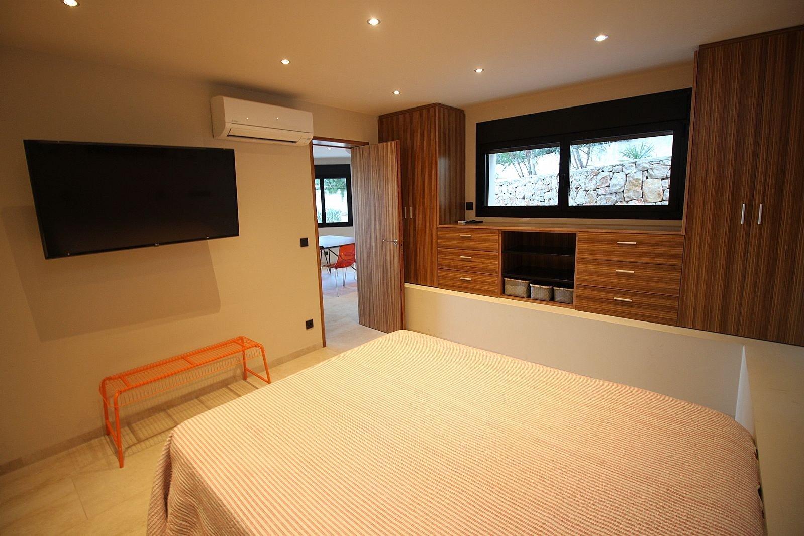 Villa moderna con vista al mar en excelente ubicación