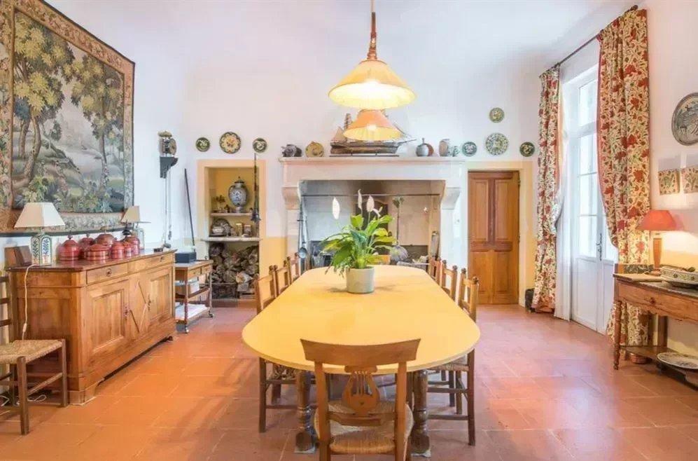 Maison de maitre de 530 m² sur terrain arboré de 2830 m²