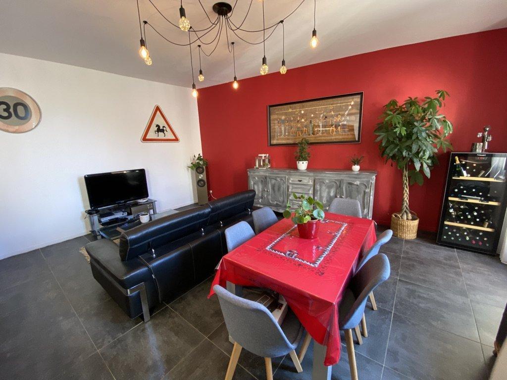 Appartement entièrement rénové de 92 m² avec terrasse Vauvert 30600