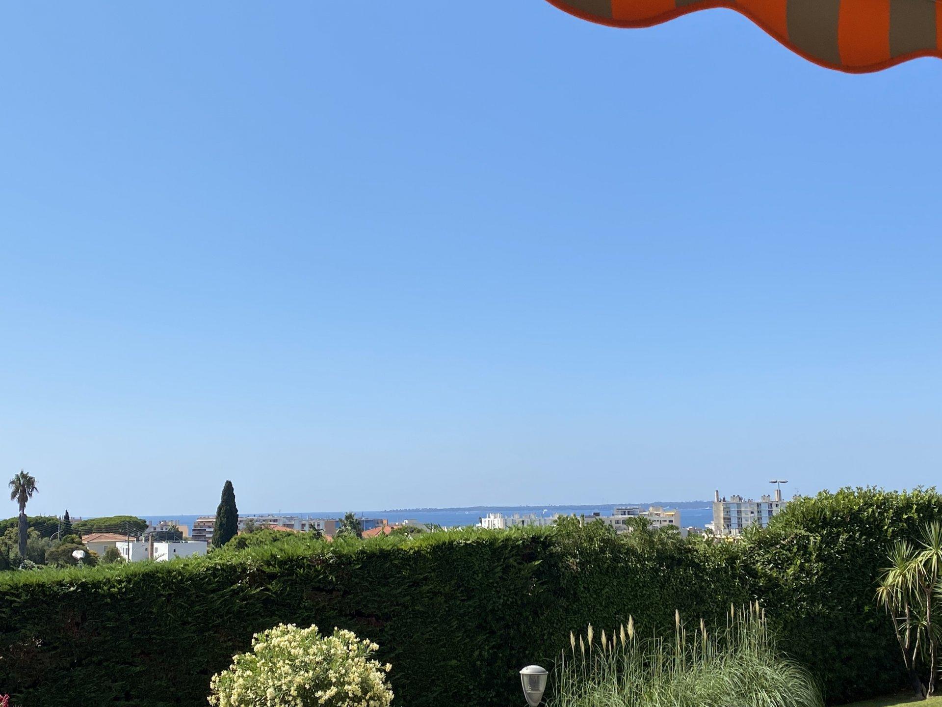Sydvendt 2 roms m/terrasse, sjøutsikt, pool.