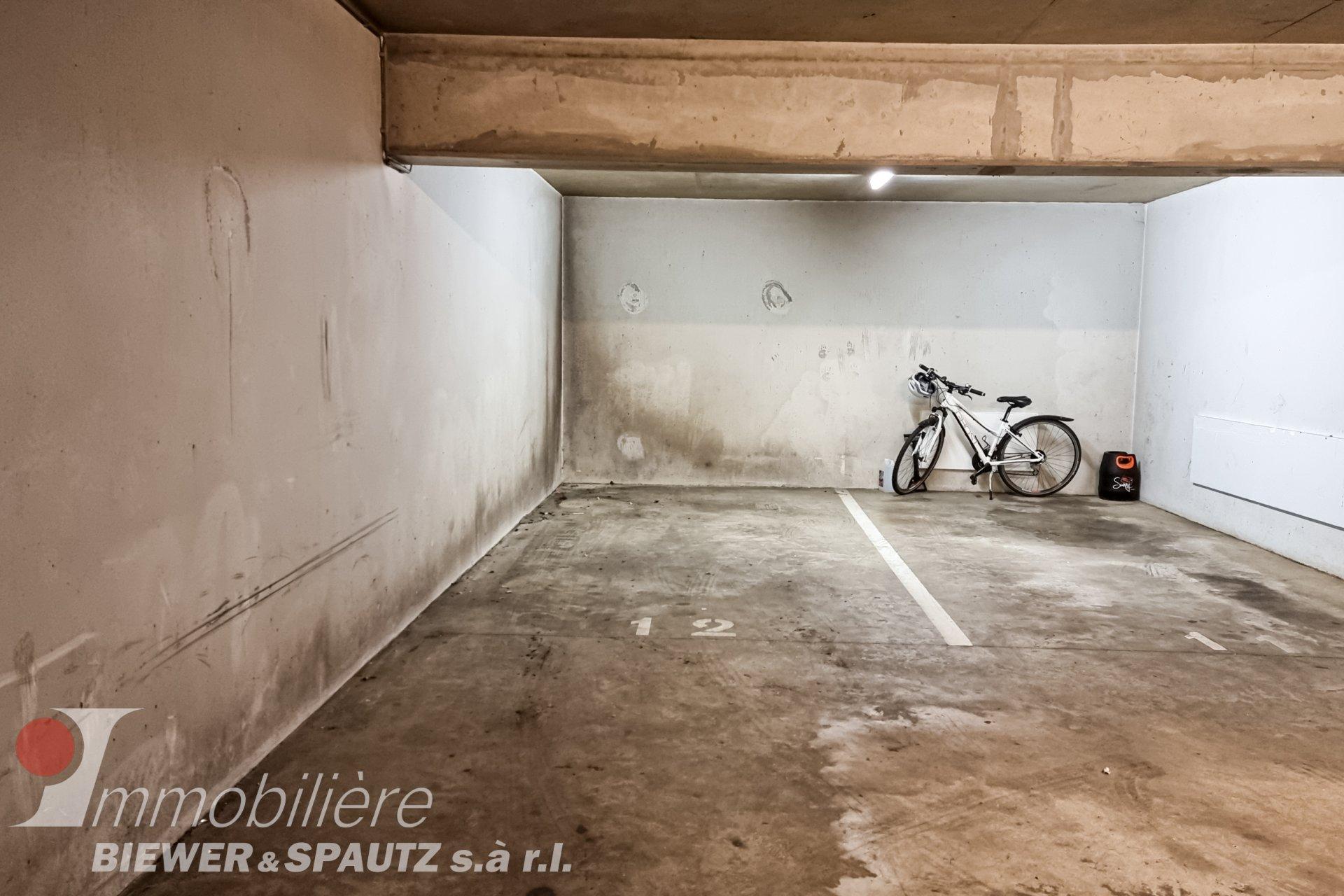 ZU VERMIETEN - Innenparkplatz in Junglinster