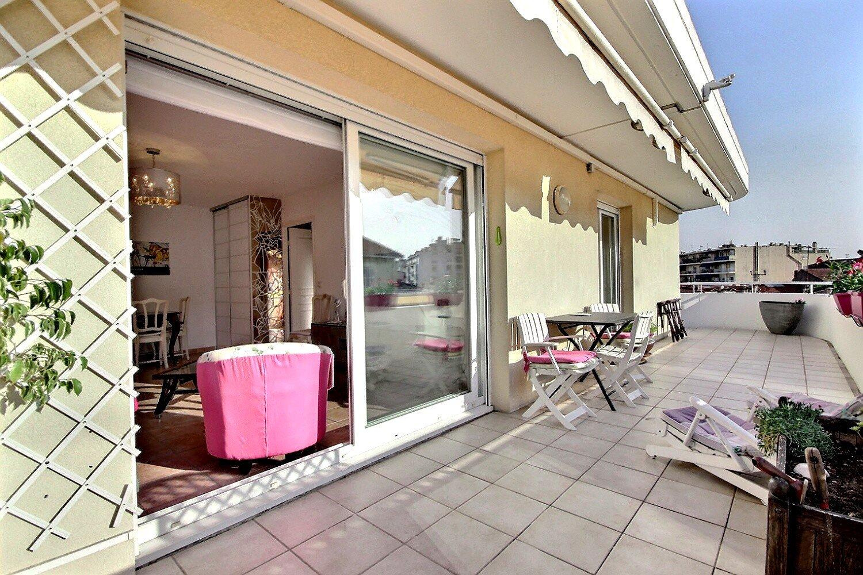Cannes Secteur Résidentiel dans une résidence récente 2 pièces au dernier étage