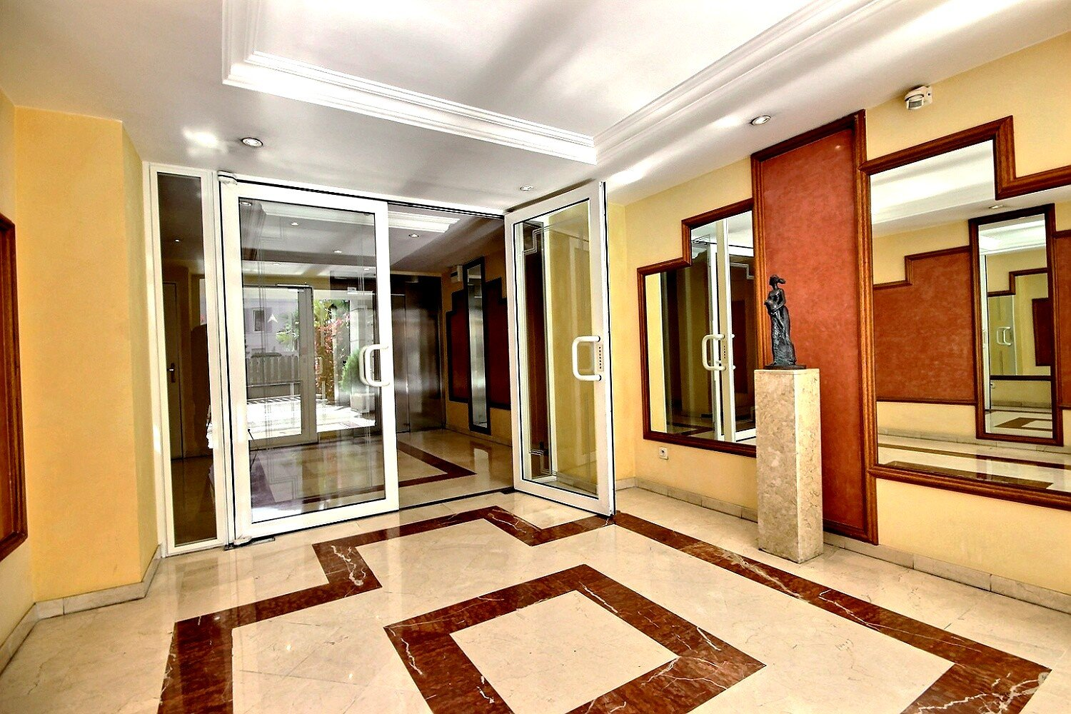 Property for sale in Cannes Montrose 2 Rooms 62 m²