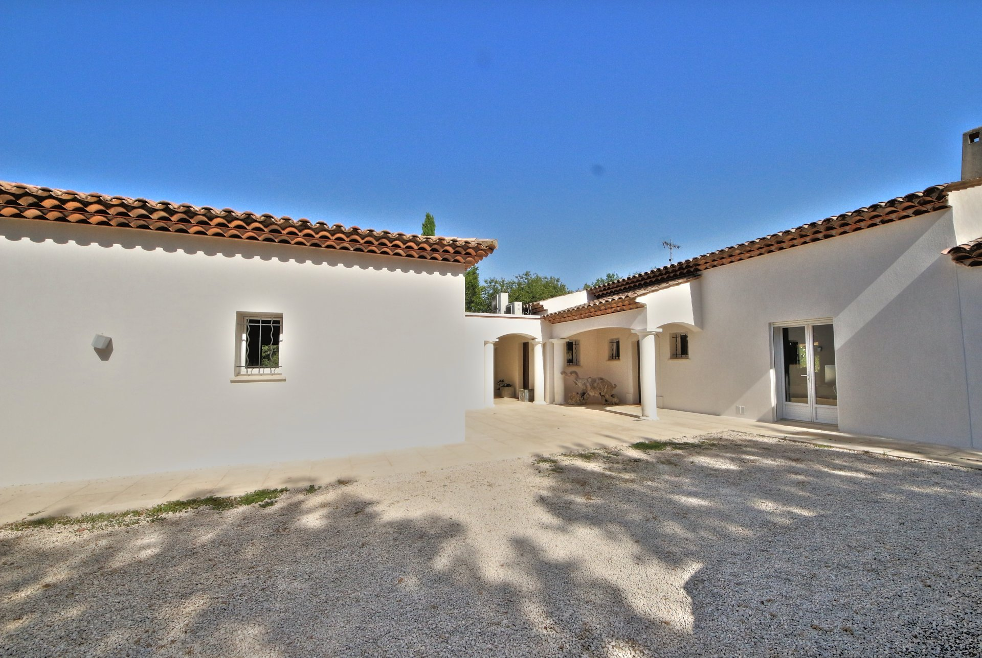 Beautiful property in draguignan, very nice sought after area, large lot, lots of space