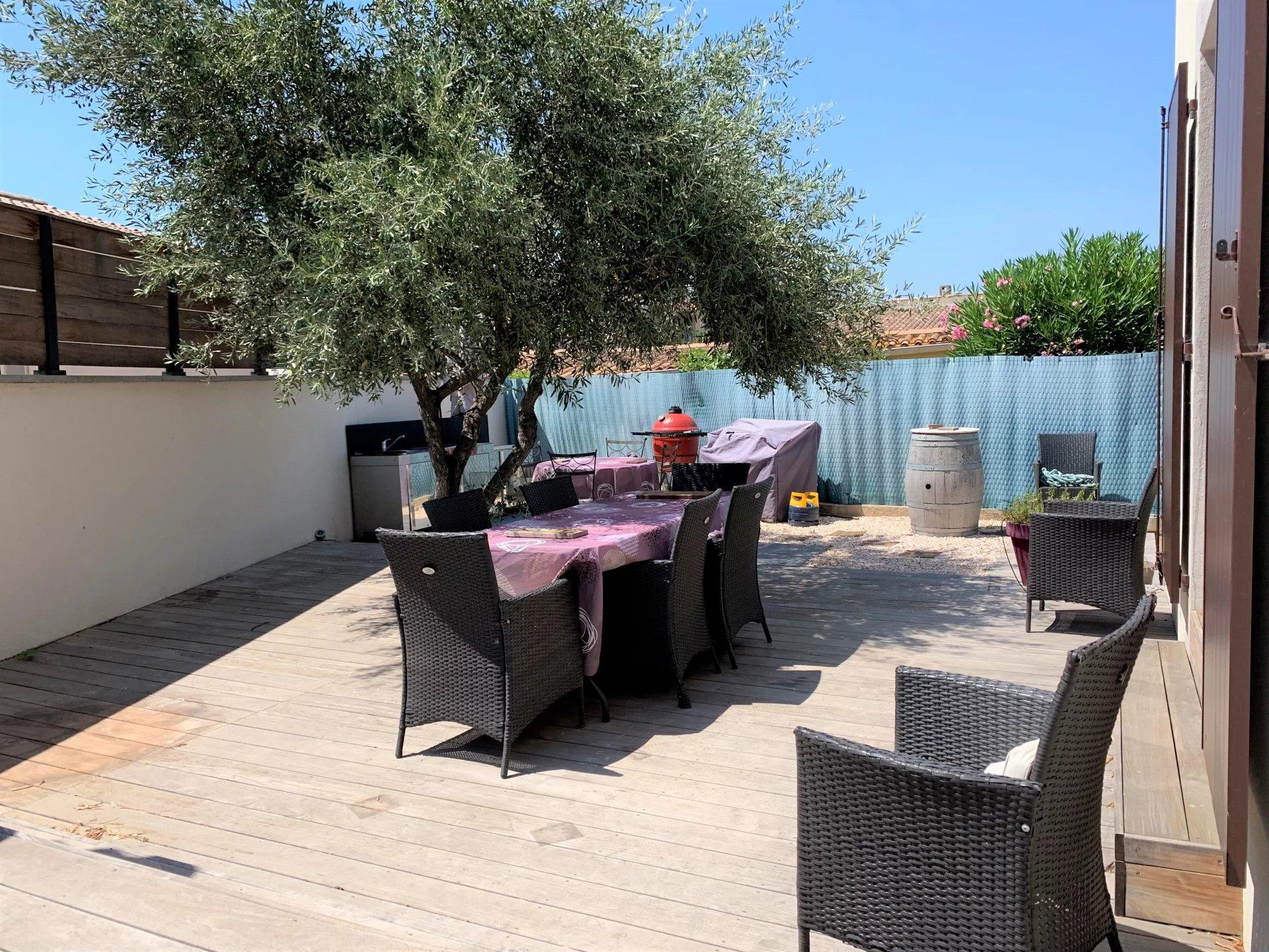 Au calme Villa T6 non mitoyenne avec piscine et garage