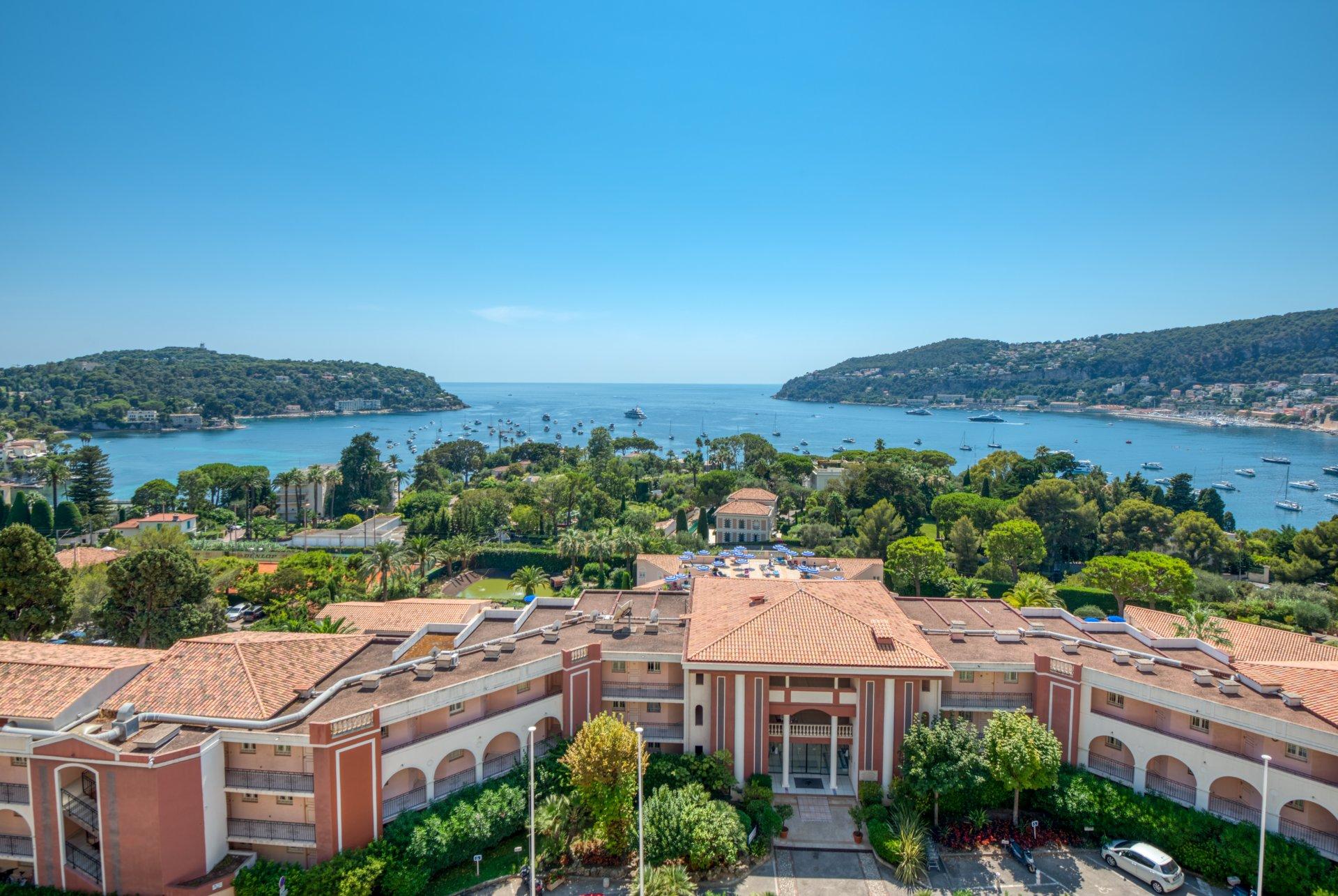 Stunning View, 2 bedroom top floor apartement
