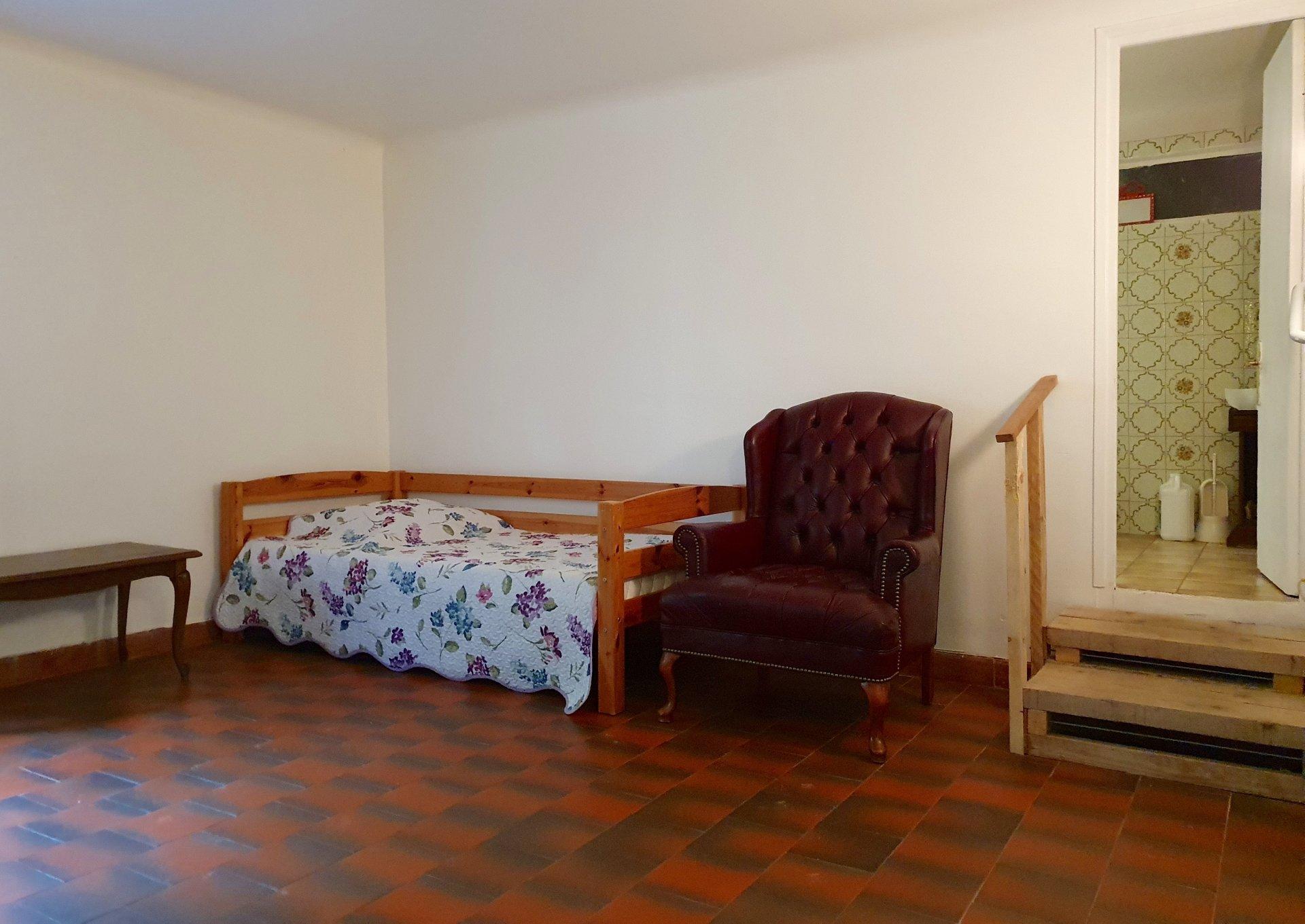 Location meublée - T2 avec terrasse et stationnement