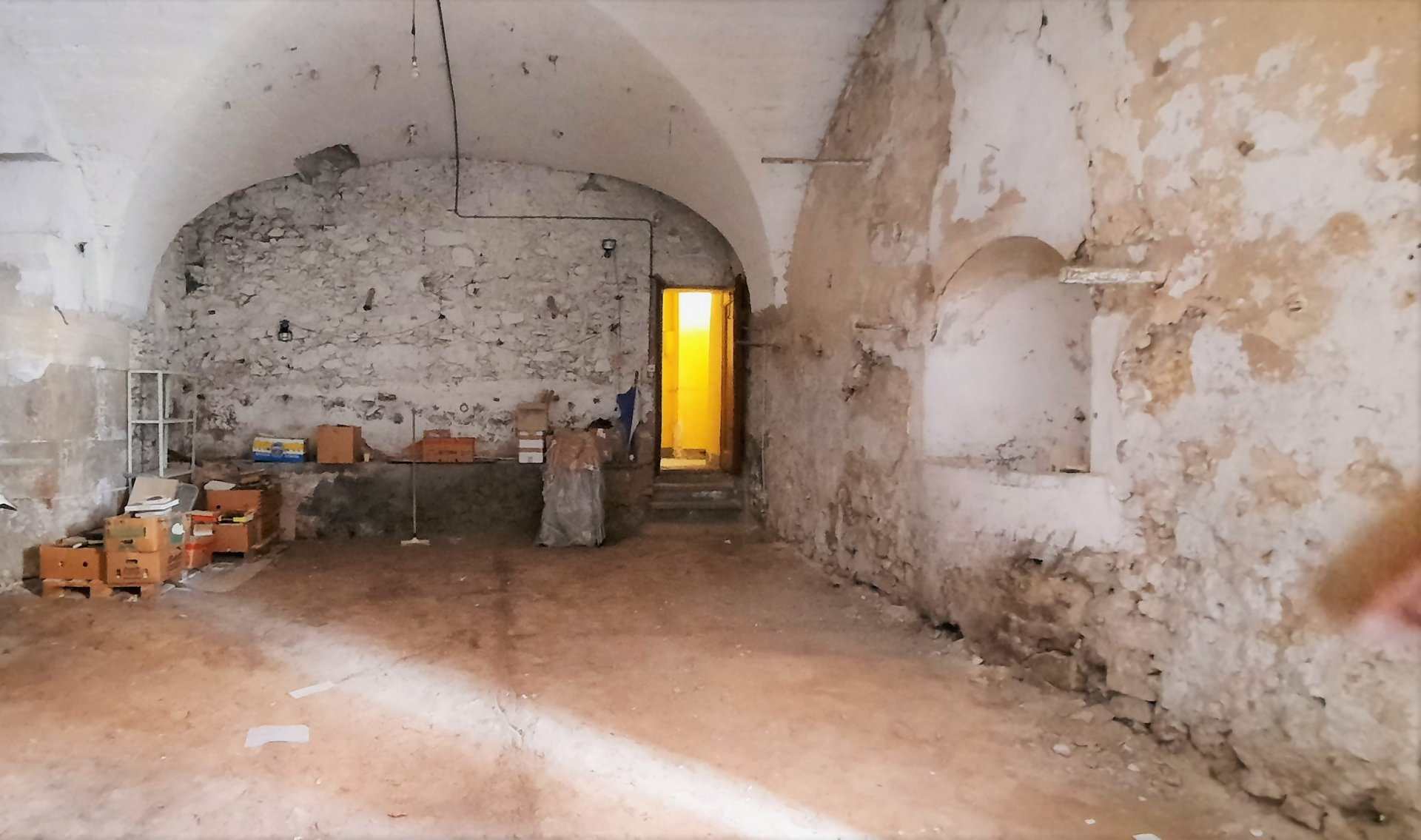 LORGUES: Magnificent old stone oil mill located in the city center
