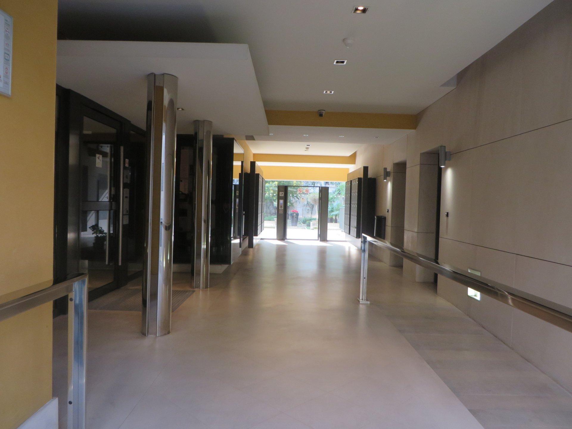 Nice Proche Wilson 2p hall d'entrée