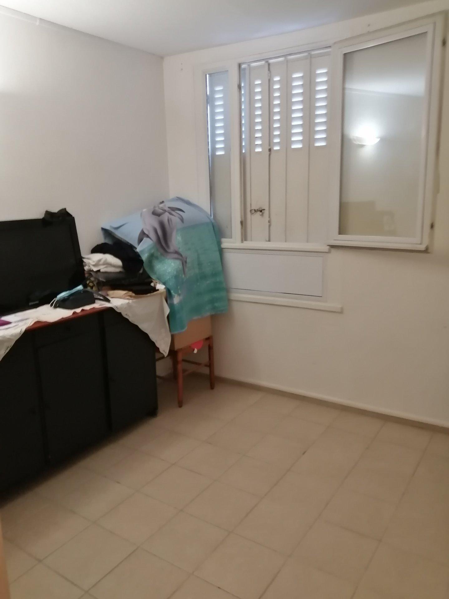 """Appartement T"""" avec cave et terrasse"""
