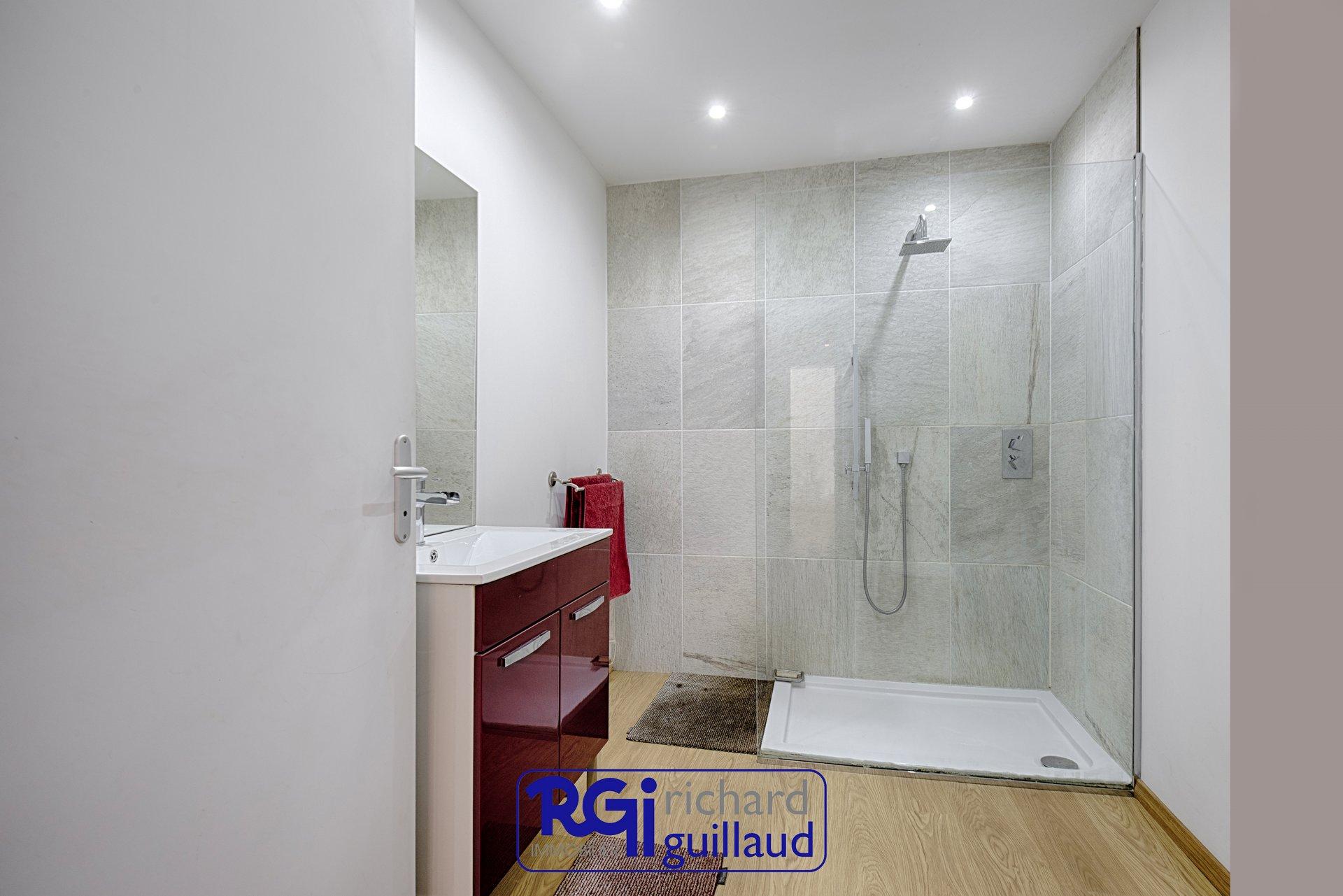 Maison 5 CHAMBRES - 270 m²