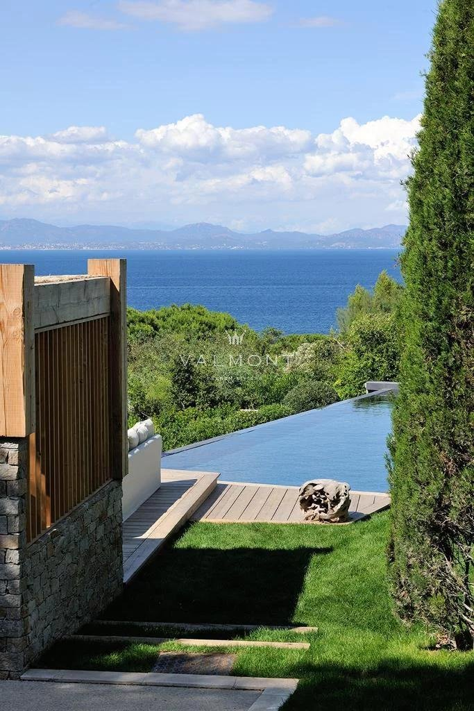 EXCEPTIONAL PROPERTY IN THE HEART OF THE PARCS OF SAINT TROPEZ