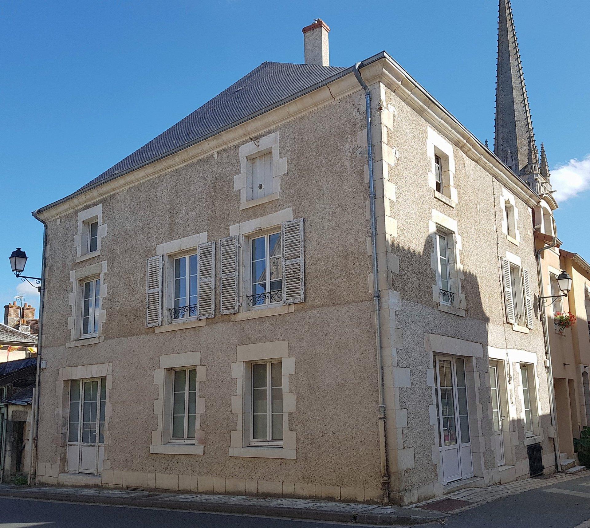 Huis met mogelijkheid voor bedrijf te koop in St. Savin 86
