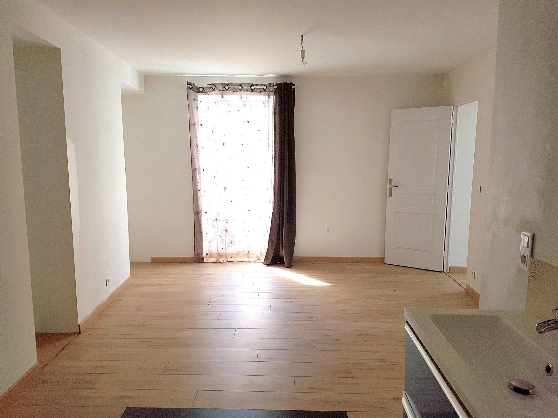 Haus mit Geschäftsmöglichkeit zu verkaufen in St. Savin 86